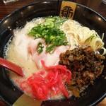 99192885 - とんこつしぼり (税込)600円に無料の高菜と紅生姜をトッピング!(2018.12.27)
