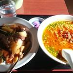 福源 - 料理写真:牛肉飯・台湾味噌ラーメン(700円)