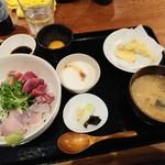 魚感うえさき - お昼の海鮮丼