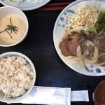 泰山 - 日替わり定食(牛タン生姜焼定食)800円