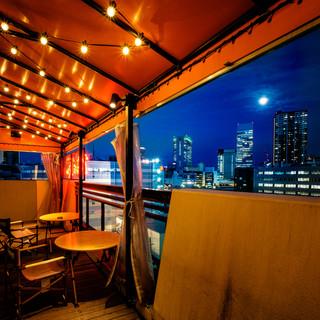 テラスから横浜の夜景が見えます♪是非、お待ちしております!
