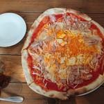 99209333 - 1人前にしては大きなピザ