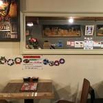 インド料理店グローリー&バー - 店内(鏡に藍染たぬき映ってますw)