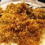 インド料理店グローリー&バー - 【インディカ米で食べるカレー】最初によ~く混ぜ混ぜしてからいただきます。