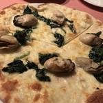 99210391 - オストリケ  牡蠣とホウレン草のピッツァビアンカ