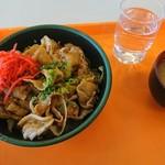 丸沼高原レストランプラトー - 上州もち豚丼 みそ汁付  1150円