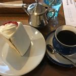 99211855 - 苺ケーキ&コーヒー