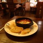 ワイン食堂tapa tapa - 生ソーセージとひよこ豆のフラメンカエッグ