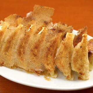 ~素材にこだわった手作り餃子~選べる8種のお味
