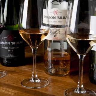 豊富な種類のグラスワイン!飲みくらべも◎