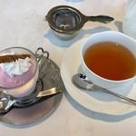 グラン カフェ - ストロベリーアイスに紅茶