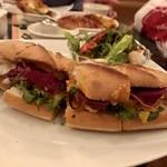 99228957 - ロブスターとグリル野菜のバゲットサンドイッチ