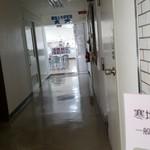 寒地土木研究所食堂 - 廊下の突き当りです。