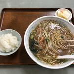 ヒマラヤラーメン - サービスセット、850円。野菜炒めは、後ほど。ラーメンは、正油から味噌に変えてもらいました。