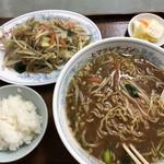 ヒマラヤラーメン - 野菜炒め到着。