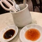 一楽 - 蒸し蟹用の 赤酢と黒酢