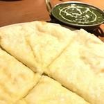 ネパールキッチン・キリティ - チーズナン 550yen