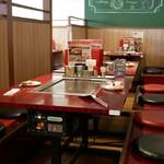 お好み焼 ゆかり - ☆店内のテーブル席の雰囲気(^^ゞ☆