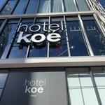 99243770 - 2018/12 渋谷公演通り…勤労福祉会館前交差点・旧パルコ渋谷があった交差点のパルコパート2の跡地にできた、1階~3階はアパレルとホテルが融合した hotel koe tokyo。その1階に位置する ベーカリーレストラン