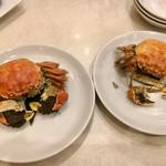 一楽 - 活き上海蟹の 丸蒸し オス & メス 食べ比べ