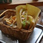 手作りパンカフェ・ピクニック - チーズ オムレツ ベーコンサンド(400円)