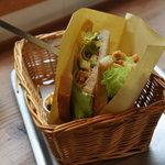 手作りパンカフェ・ピクニック - アボカド ツナサンド(400円)