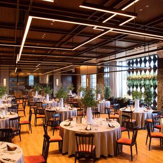 ウエディングにも対応する優美な空間で、美食を楽しむひと時