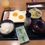 ビッグボーイ - ベーコンエッグ朝定食@529