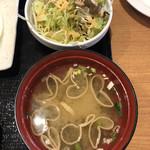 ビッグボーイ - 味噌汁とサラダ