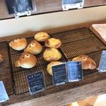 パン ド パニエ - キャラパンが2種類、どっちにするか迷う
