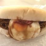 リズムアンドベーカリー - 目玉焼きそば千歳玉子のせ(360円)