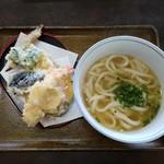 ばら本陣 - 料理写真:天ぷらうどん