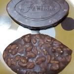 ファミーユ - 料理写真:ラグビーボール型のショコラグビー