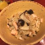 東家 - 鮭とキノコの炊き込みご飯