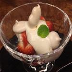 東家 - 苺のデザート