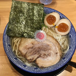 吉岡マグロ節センター - 料理写真:マグロ節の中華そば味玉入り ※麺大盛