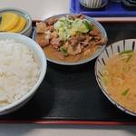 舘の丸食堂 - ホルモン定食 720円。