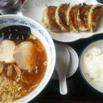 東京まんぷくラーメン - ランチCセット(小盛らーめん+餃子+ごはん+漬物) 880円