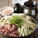 居酒屋よしざいる - 鶏水炊き鍋は香り鳥のもも肉と、つみれを使用しております!