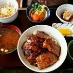 サヤ川 - カルビ丼税別850円