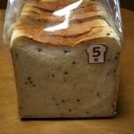 ル・マルシェ - 料理写真:ゴマ食パン5枚切り