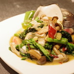 蔓山 - 岡山産本ミル貝、菜の花、丹波産ハタケシメジの炒めもの