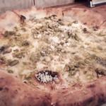 99287106 - イタリア産 本日の4種チーズとピスタチオのピッツァ4フォルマッジ