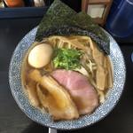 煮干らー麺シロクロ - 料理写真: