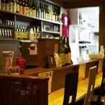 居酒屋よしざいる - カウンターが1番のウリ。BARのような雰囲気でお食事をお楽しみいただけます。