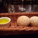 ビストロ シュパーゲル - お通し  自家製のパン