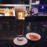 バー アストロ - 2杯目またビール ナッツとともに(*´∀`)♪