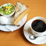 珈琲 HIRO - 料理写真:コーヒー(400円)、モーニング(バタートースト(黒糖パン))