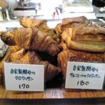 ボン・ボランテ - 自家製酵母のクロワッサン 170円