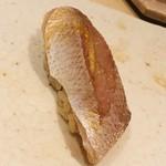 すし岩瀬 - 料理写真:春子鯛。脱水も酢の入れ方も完璧